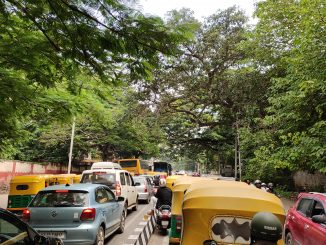 Vehicles driving on the wrong side of the road on Dickenson Road adding to the traffic pile up on both sides. Pic: Ekta Sawant