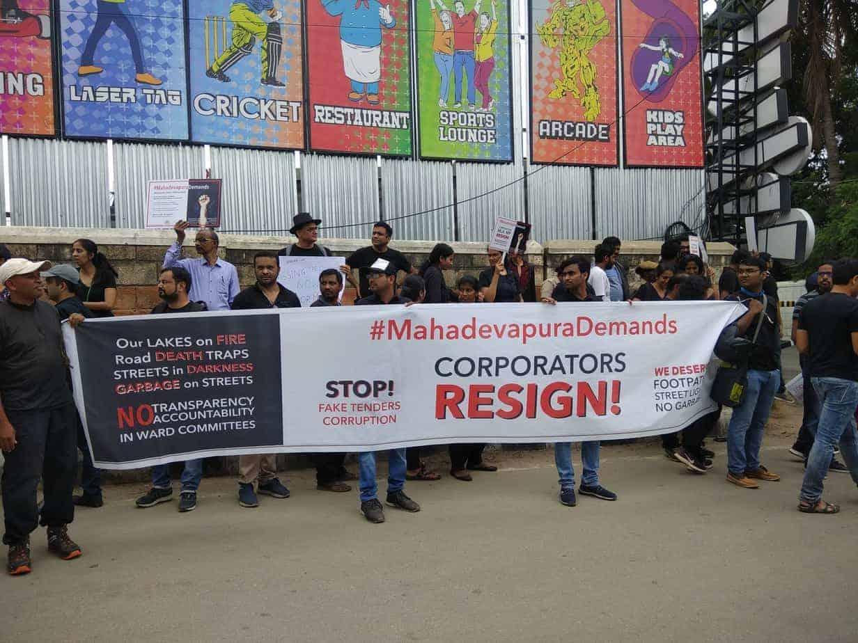 ಮಹಾದೇವಪುರದ ನಿವಾಸಿಗಳು ಪ್ರತಿಭಟನೆ ನಡೆಸಿದ ಸಂದರ್ಭದಲ್ಲಿ- # ಮಹಾದೇವಪುರ ಡಿಮಾಂಡ್ಸ್