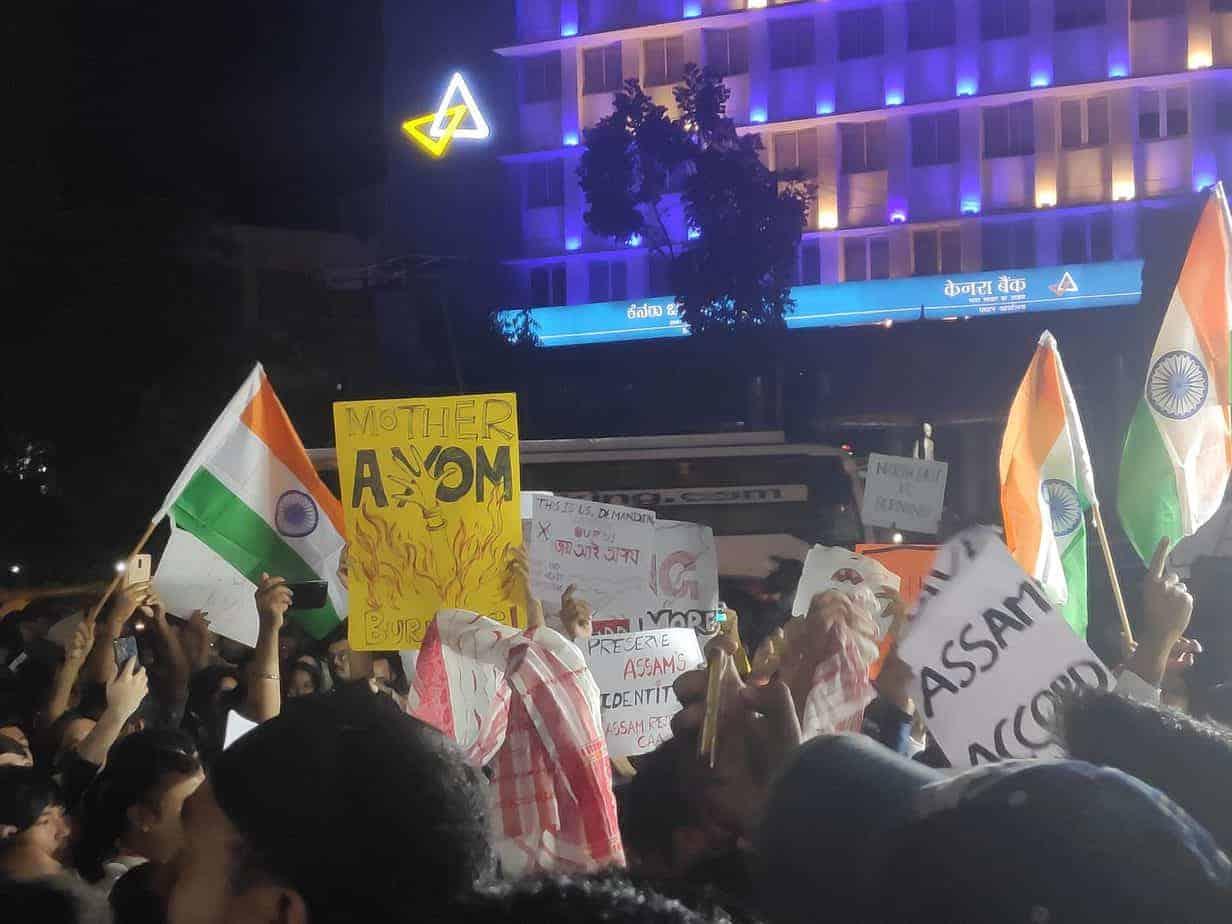 ಡಿಸೆಂಬರ್ 15 ರಂದು ಟೌನ್ ಹಾಲ್(ಪುರ ಭವನ) ನಲ್ಲಿ ಪೌರತ್ವ ಕಾಯ್ದೆಯ ವಿರುದ್ಧ ಪ್ರತಿಭಟನೆ. ಚಿತ್ರ ಕೃಪೆ: ಅಪೆಕ್ಷಿತಾ ವಾರ್ಷ್ಣೇಯ್