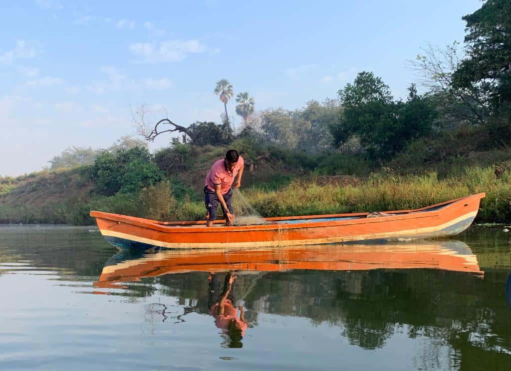 A Koli community fishermen tends to his boat