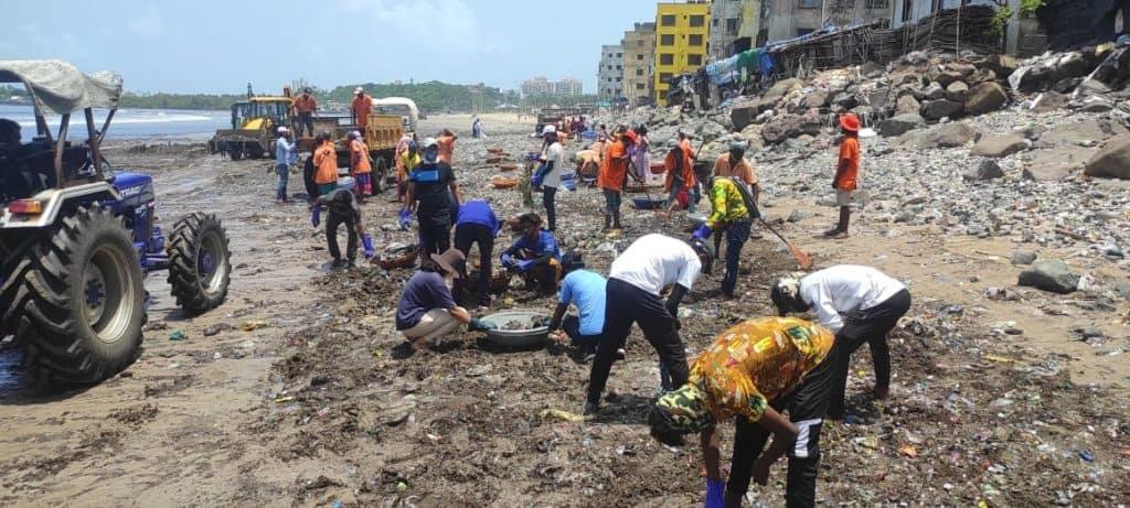 Beach clean-up at Andheri