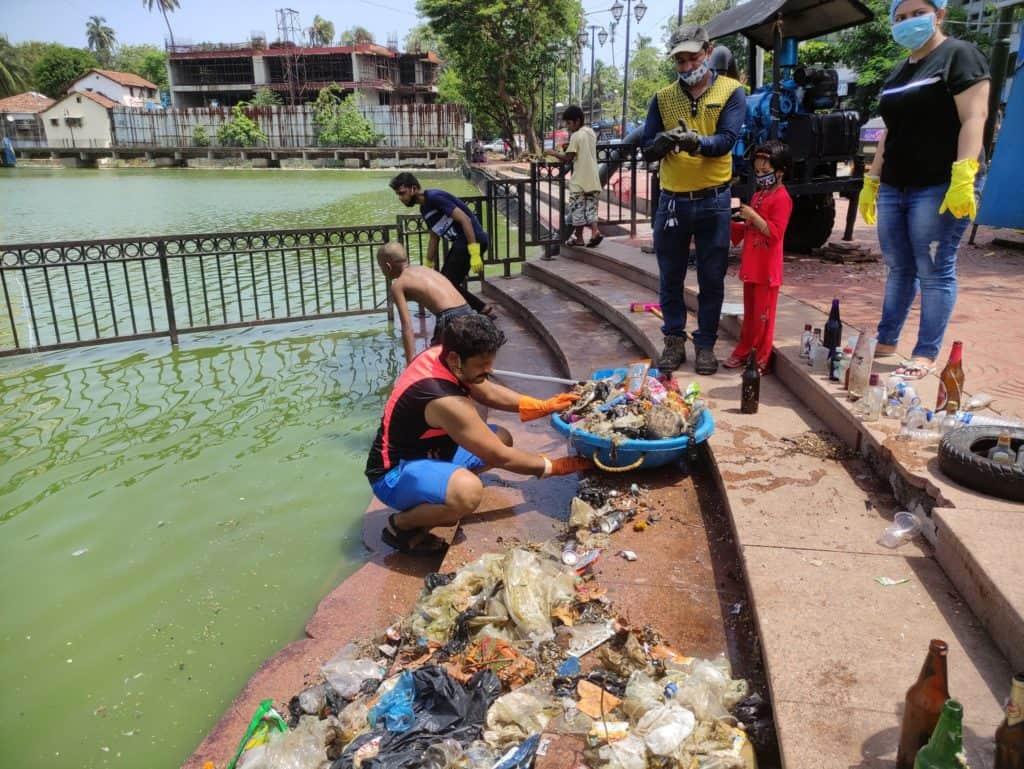 Collecting the waste at Bandra Talao