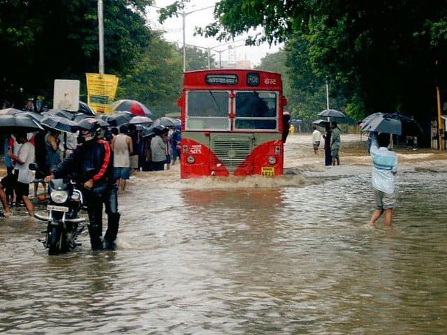 mumbai flooded road