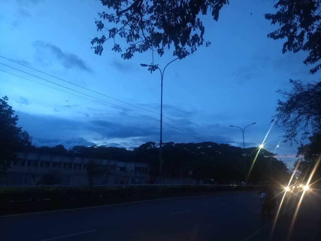 non functional streetlights Gandhi Mandapam Road in chennai