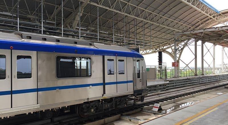 metro rail at station
